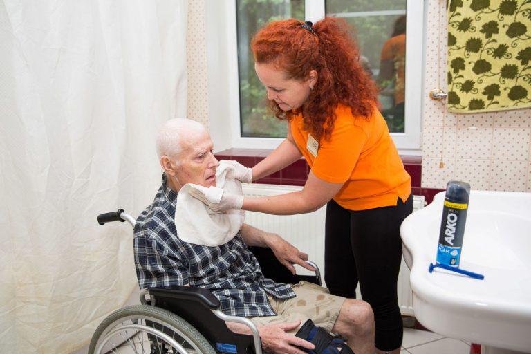 уход за больными на коляске