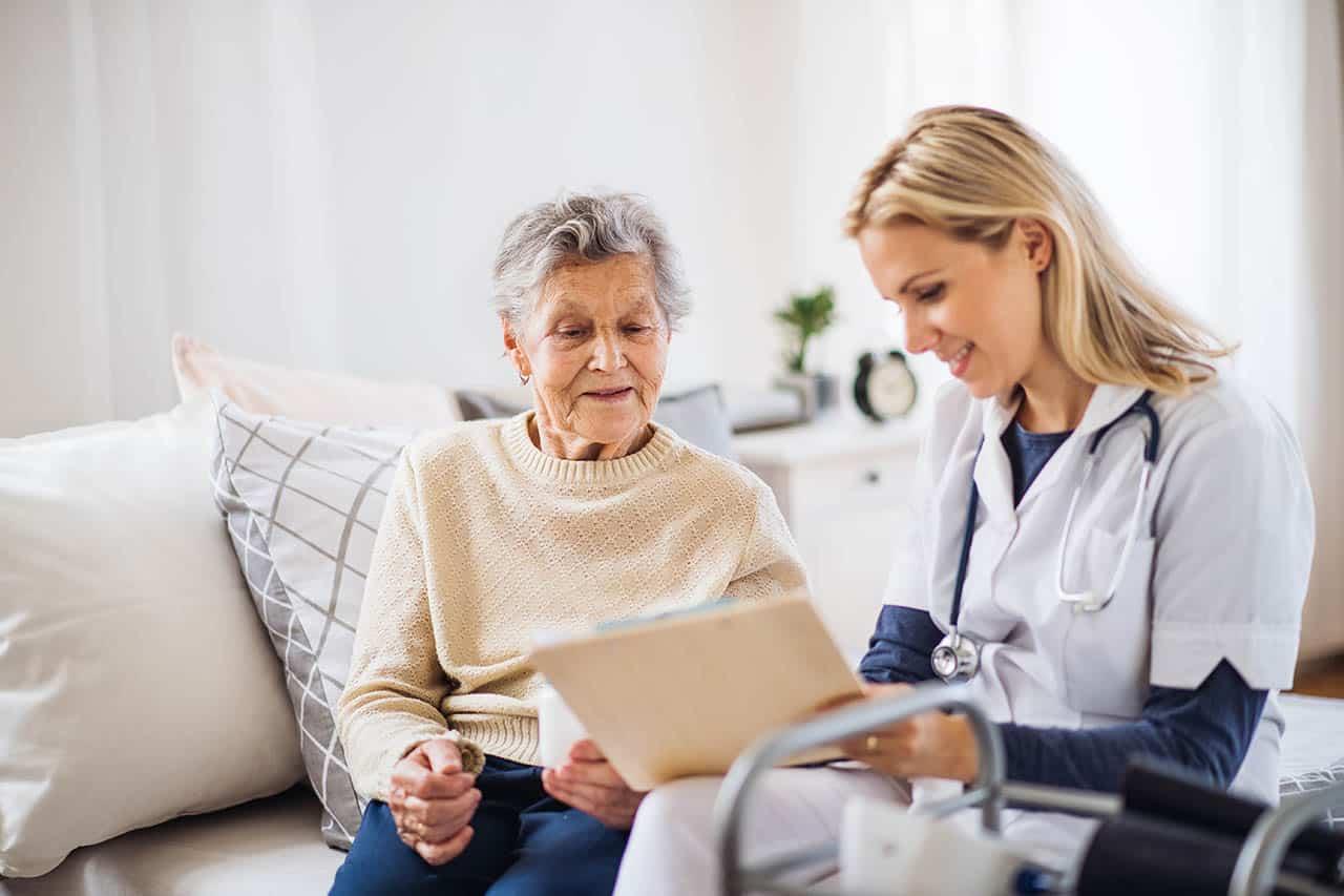 помощь одиноким пожилым